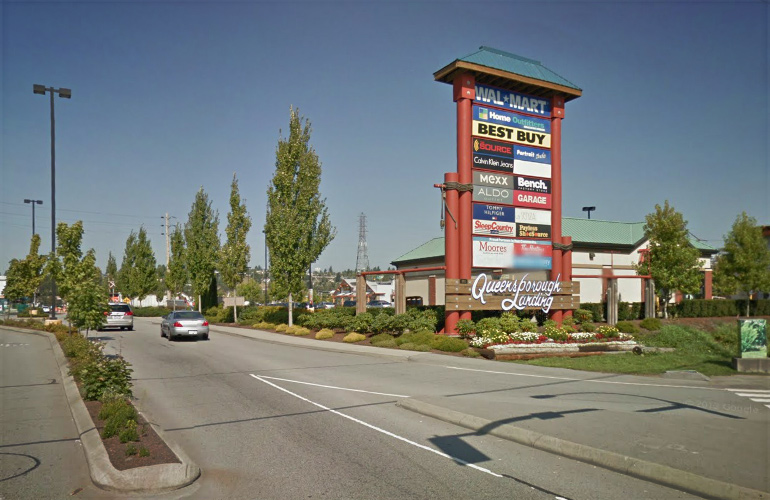 New Westminster Outlet Mall Services In addition to the retail and fashion stores at the New Westminster outlet mall, there are also tons of services offered. Everything from financial services, to dentists, to insurance companies.