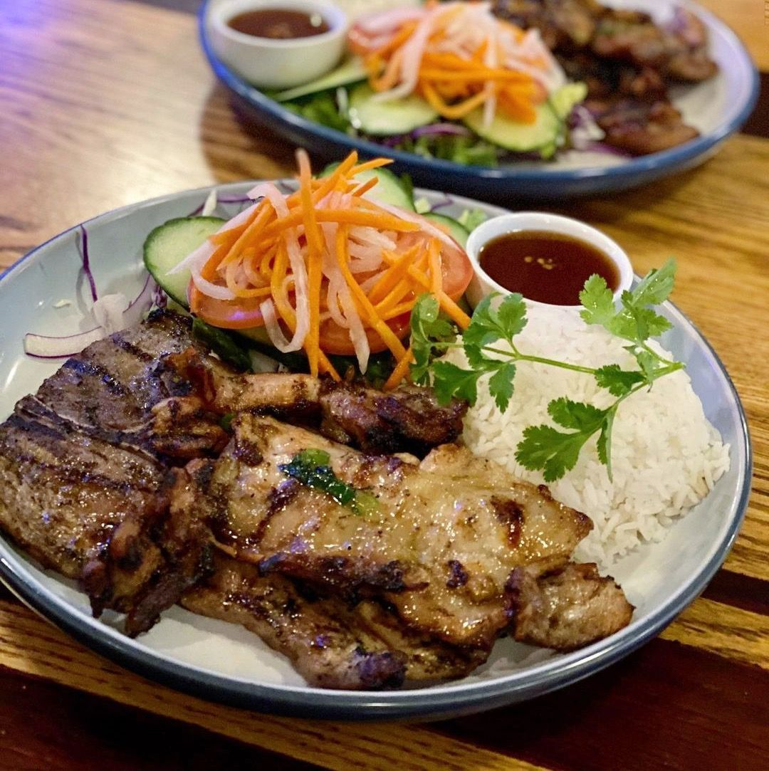 Vietnamese dish consisting of grilled meat, pickled carrots, daikon, cucumbers, and rice.